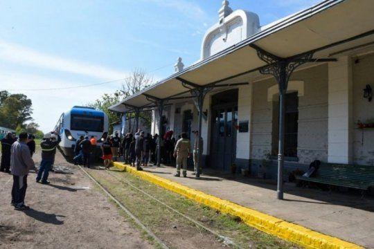 tras 26 anos, el tren belgrano sur comenzo a funcionar entre la estacion 20 de junio y gonzalez catan