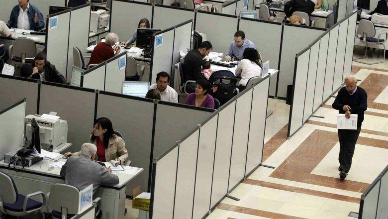 El gobierno confirmó que los trabajadores estatales también recibirán el bono de fin de año