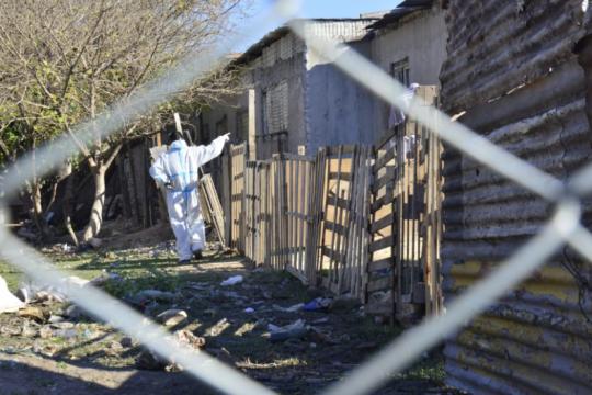aislados en villa azul: radiografia de un barrio cercado por el estallido de contagios de coronavirus