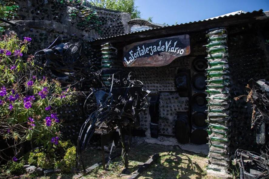 La fortaleza del Vidrio, una casa de Quilmes construida con botellas