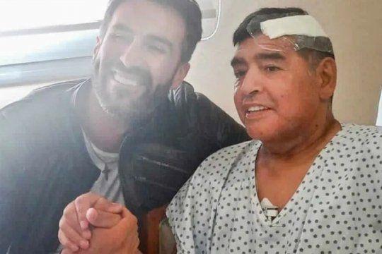 Cuestionan la operación en la cabeza de Diego Maradona