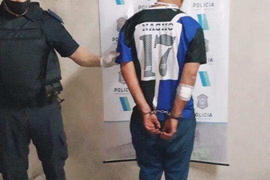 la plata: detenido por golpear a su pareja en la via publica