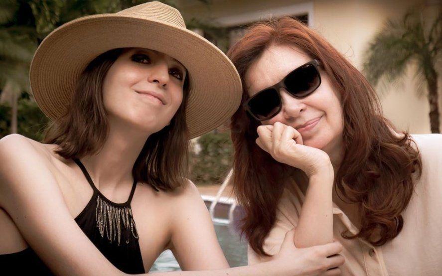 Es tendencia en Twitter: Cristina Kirchner publicó la primera foto junto a su hija Florencia desde Cuba