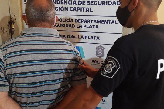 El hombre de 63 años fue detenido en un allanamiento en Villa Elisa