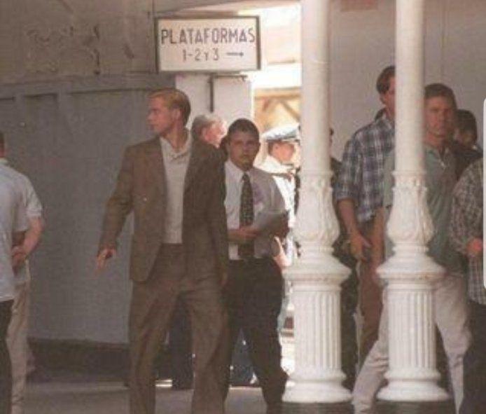 1997, Brad Pitt en la estación de trenes de La Plata filmando
