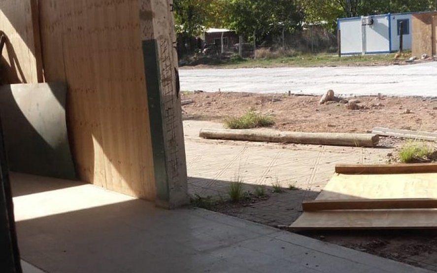 Se cayó una placa de madera en una escuela que se incendió en 2018: docentes heridos