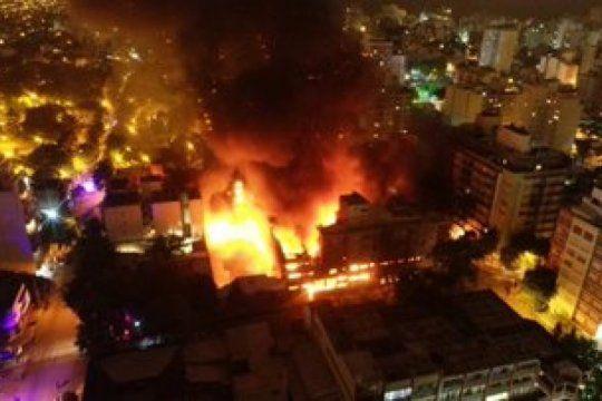 imagenes impactantes del incendio que arraso una reconocida distribuidora marplatense