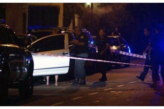 balearon a una mujer policia para robarle el arma reglamentaria y su chaleco antibalas