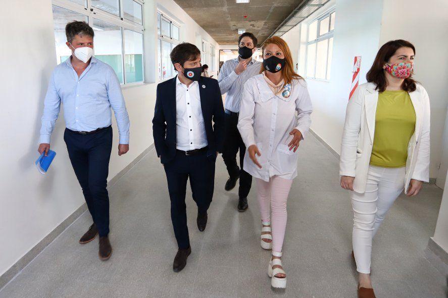 El gobernador Axel Kicillof junto al ministro de Educación, Nicolás Trotta, y la intendenta de Moreno, Mariel Fernández, recorrió las obras de la escuela primaria.