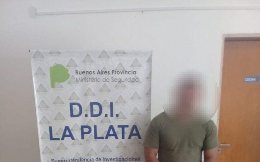 Detienen en Ezeiza a un policía de la Ciudad acusado de golpear a su ex pareja e incendiar su departamento en La Plata