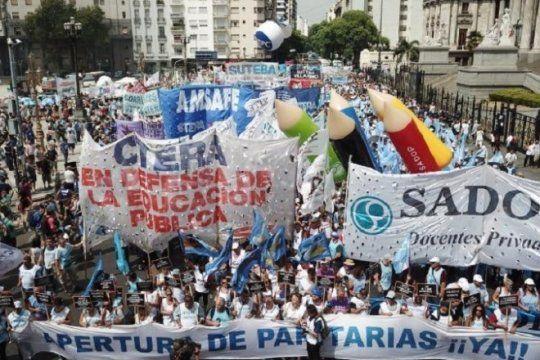 insolito: docentes denuncian que recibieron recibos de hasta 20 mil pesos, pero de deuda