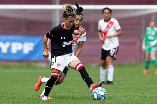 Estudiantes no pudo con River en el fútbol femenino de AFA.