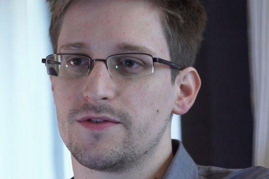 El consultor de tecnología y refugiado político, Edward Snowden, volvió a apuntar contra Mark Zuckerberg tras la caída de Whatsapp, Facebook e Instagram.
