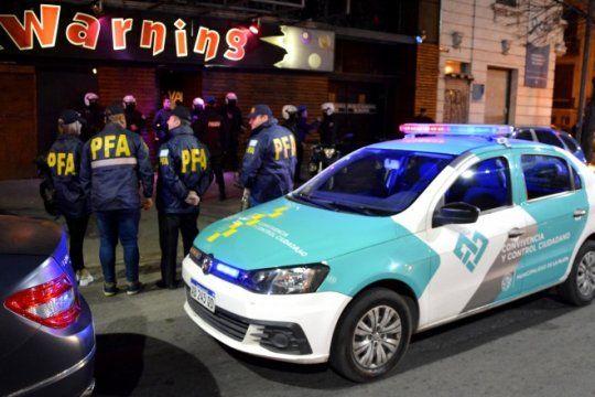 megaoperativo de control policial en la noche platense: tres bares clausurados por irregularidades