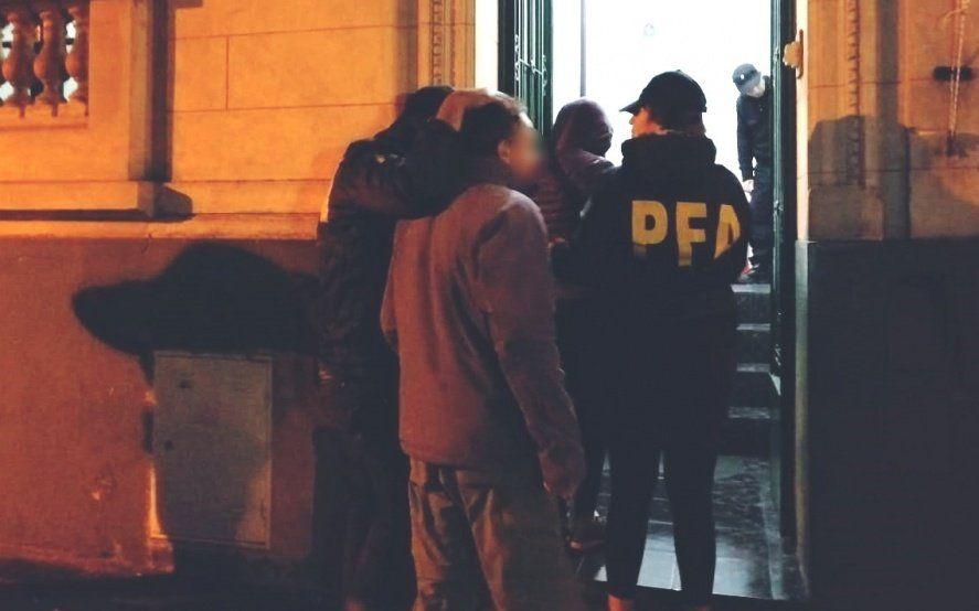 La Plata: un hombre y una mujer fueron detectados por Interpol desde Suiza por pedófilos y cayeron