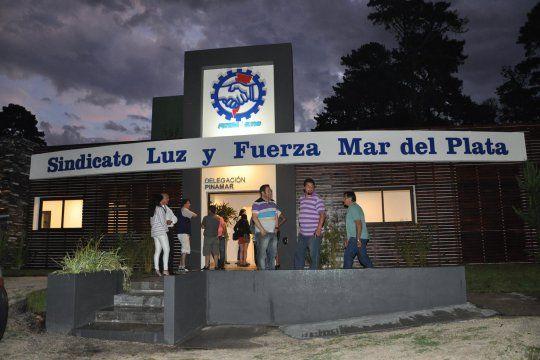 El sindicato de Luz y Fuerza decretó un paro en dos centrales