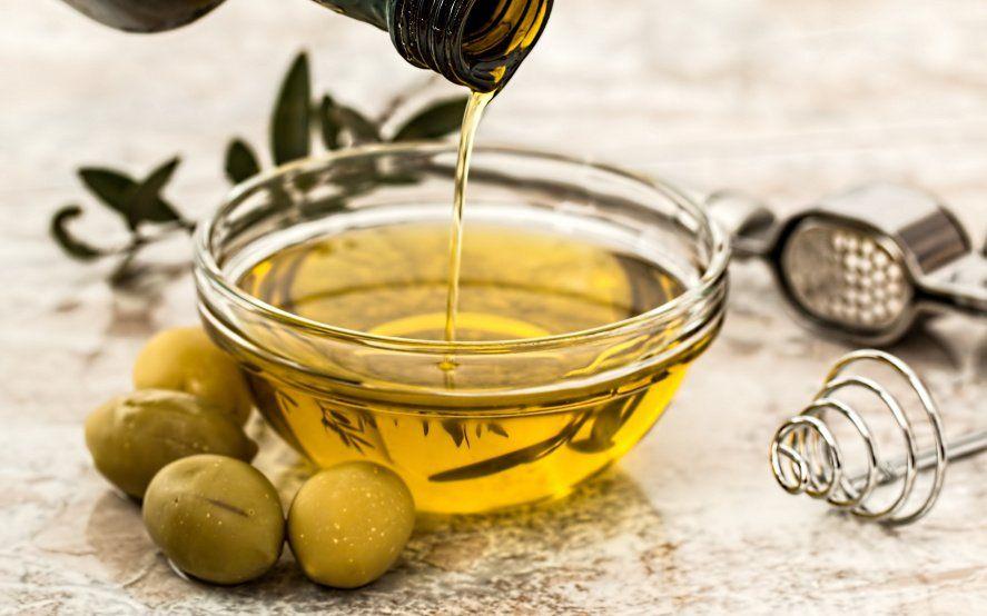 La Anmat prohibió la comercialización de tres aceites de oliva que se encontraban falsamente rotulados