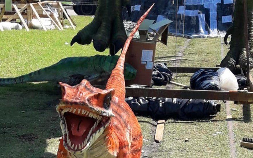 Caminando entre Dinosaurios fue el muñeco ganador en la tradicional quema de fin de año en La Plata