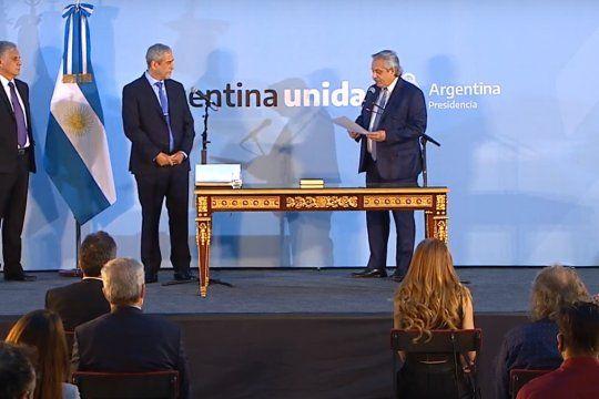 Ferraresi juró y ya ocupa el cargo de Ministro Desarrollo Territorial y Hábitat.