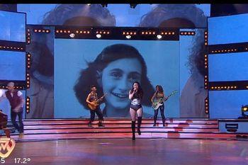 La interpretación de Jujuy Jiménez en Showmatch, el programa de Marcelo Tinelli que dejó pasar una foto de Ana Frank para graficar un tema y levantó polémica