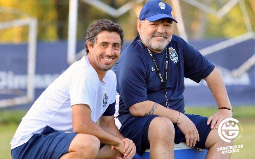 Tras 48 horas de incertidumbre, Diego Maradona vuelve a ser el DT de Gimnasia