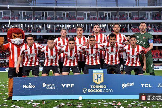 Los once de Estudiantes ante Rosario Central.