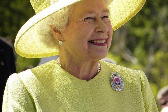La reina Isabel pide Community Manager