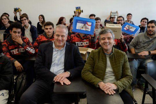 hurlingham: el intendente entrego kits de robotica a las escuelas tecnicas locales