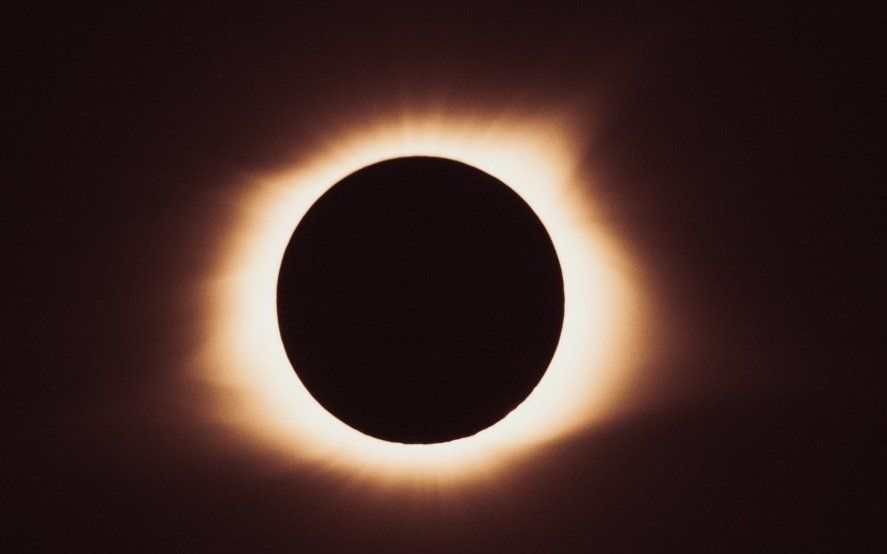 Seguí en vivo el eclipse total de Sol: el minuto a minuto del espectáculo astronómico más esperado