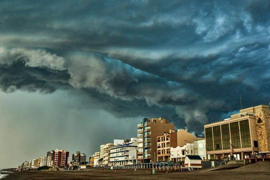 La tormenta azotó con mayor fuerza en los municipios del este de la provincia de Buenos Aires y la costa atlántica.