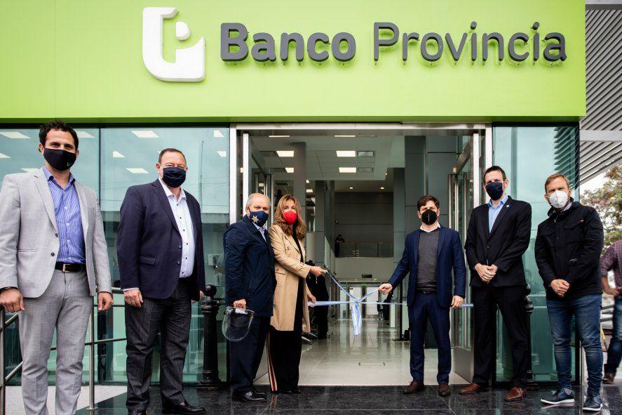 Kicillof inauguró un CAPS y una sucursal del Banco Provincia