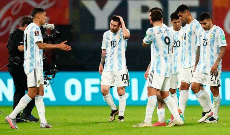 Molina le estira la derecha a Messi