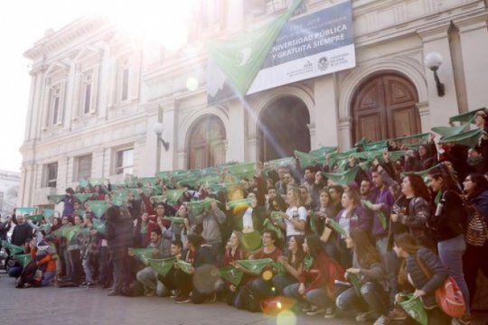miercoles verde en la unlp: estudiantes y docentes podran faltar para participar de la jornada en el senado