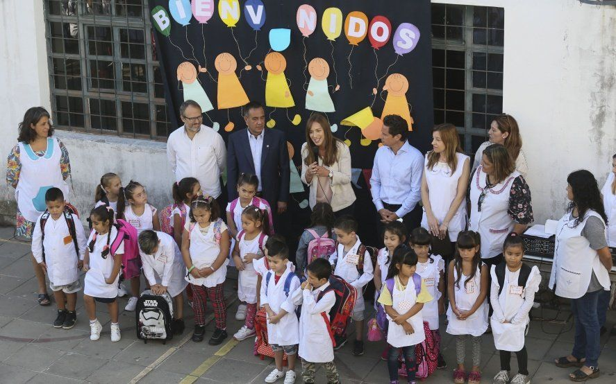 """En medio del paro, Vidal agradeció a los docentes que """"abrieron las puertas"""" de las escuelas en la provincia"""
