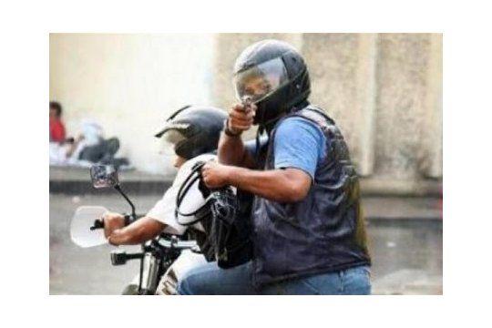 Motochorros balearon a víctimas en Remedios de Escalada y Moreno