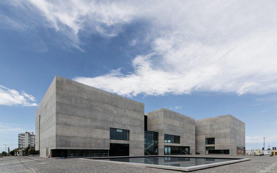 "Arte, arte, arte: En Mar del Plata expusieron una curiosa ""cancha que respira"" como obra de arte"