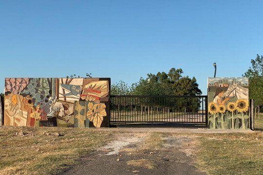 El primer mural esgrafiado de Adolfo Aslina. Foto: gentileza @martinzinclairarte.