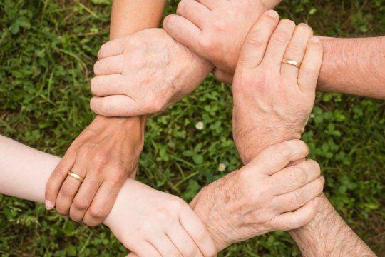 invierno solidario: conoce como ayudar a grupos platenses que asisten a personas en situacion de calle