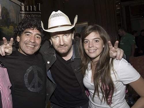 Diego Maradona junto a Bono de U2
