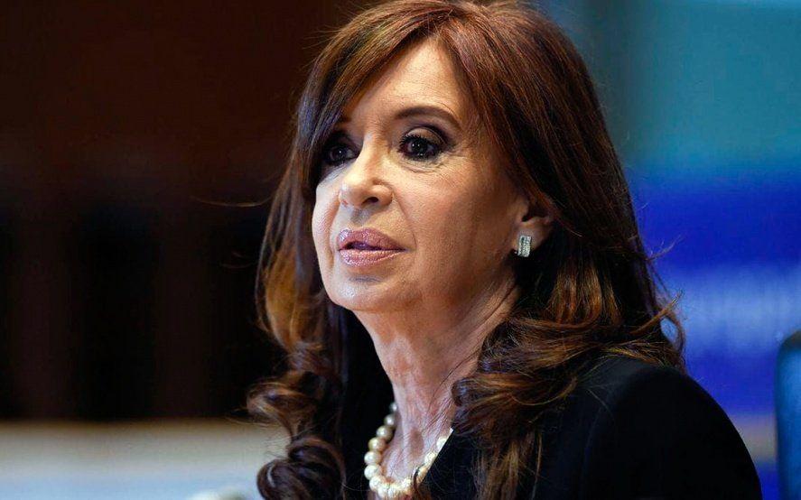 Cristina Kirchner anunció que vuelve al país y publicó la historia clínica de su hija