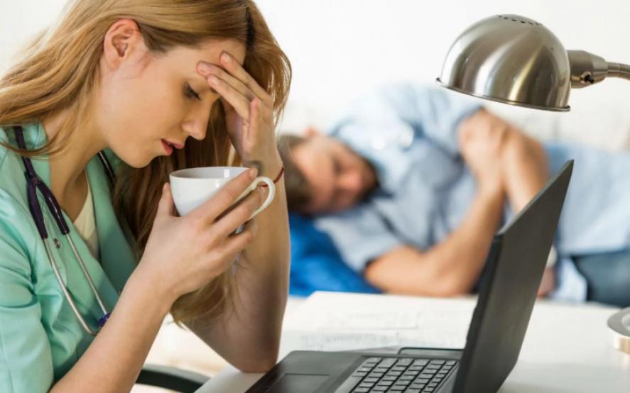 """¿Se te vino el año encima? Enterate qué es y cómo te afecta el Síndrome del """"trabajador quemado"""""""