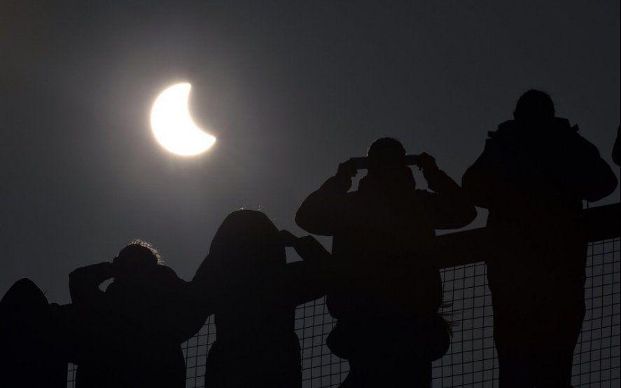 Eclipse accesible en La Plata: cómo pueden hacer las personas ciegas para no perdérselo
