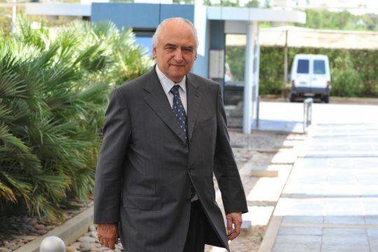 el ministro de defensa de alfonsin salio al cruce de aguad por su defensa a aldo rico