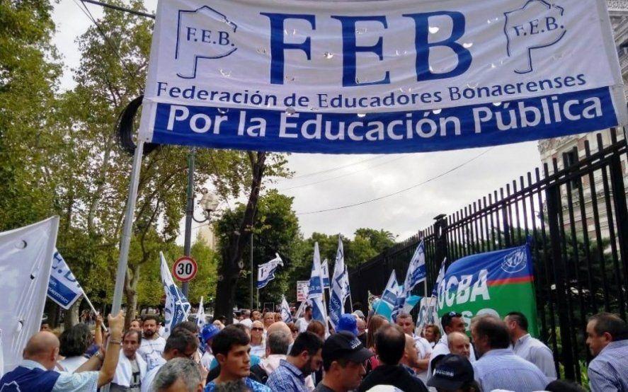Los docentes le piden a Kicillof retomar la paritaria acordada para mitad de año
