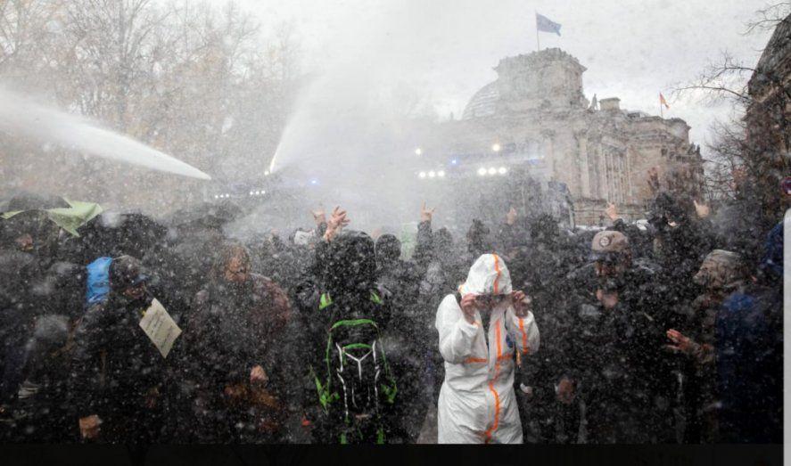 No es habitual en Alemania la represión con agua que llamaron niebla de aerosol