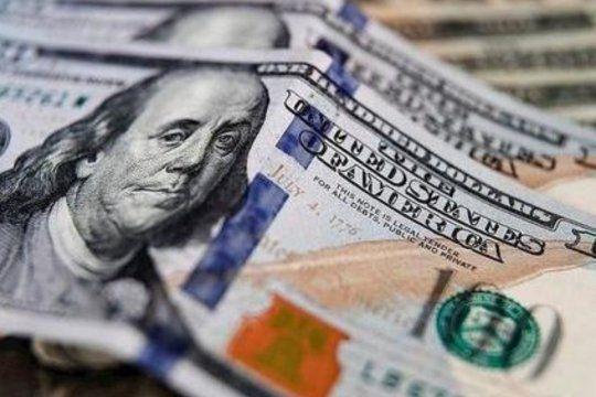 el dolar pego otro salto y cierra abril rondando los $160