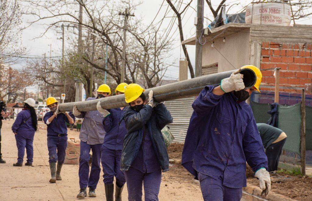 Cooperativa de ex convictas realizan obra de agua potable