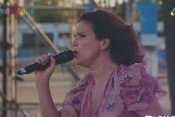 Dolores Solá se lució con su versión orquestada del tema Para verte gambetear, homenaje a Diego Armando Maradona