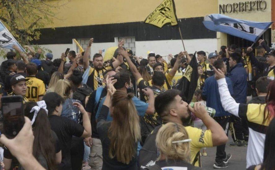 El banderazo de Olimpo en la previa del clásico con Villa Mitre despertó un enfrentamiento entre dos funcionarios de Bahía Blanca.