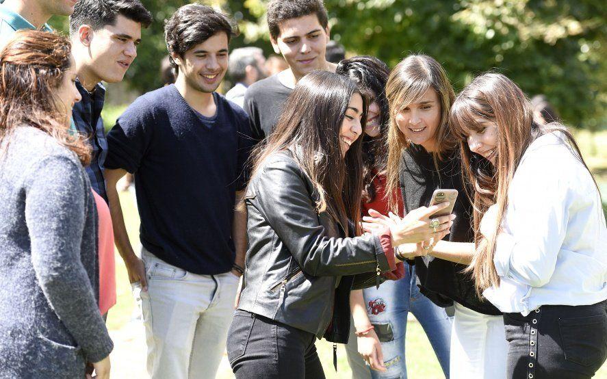 Massa lanzó un sitio web con información para los jóvenes que votan por primera vez